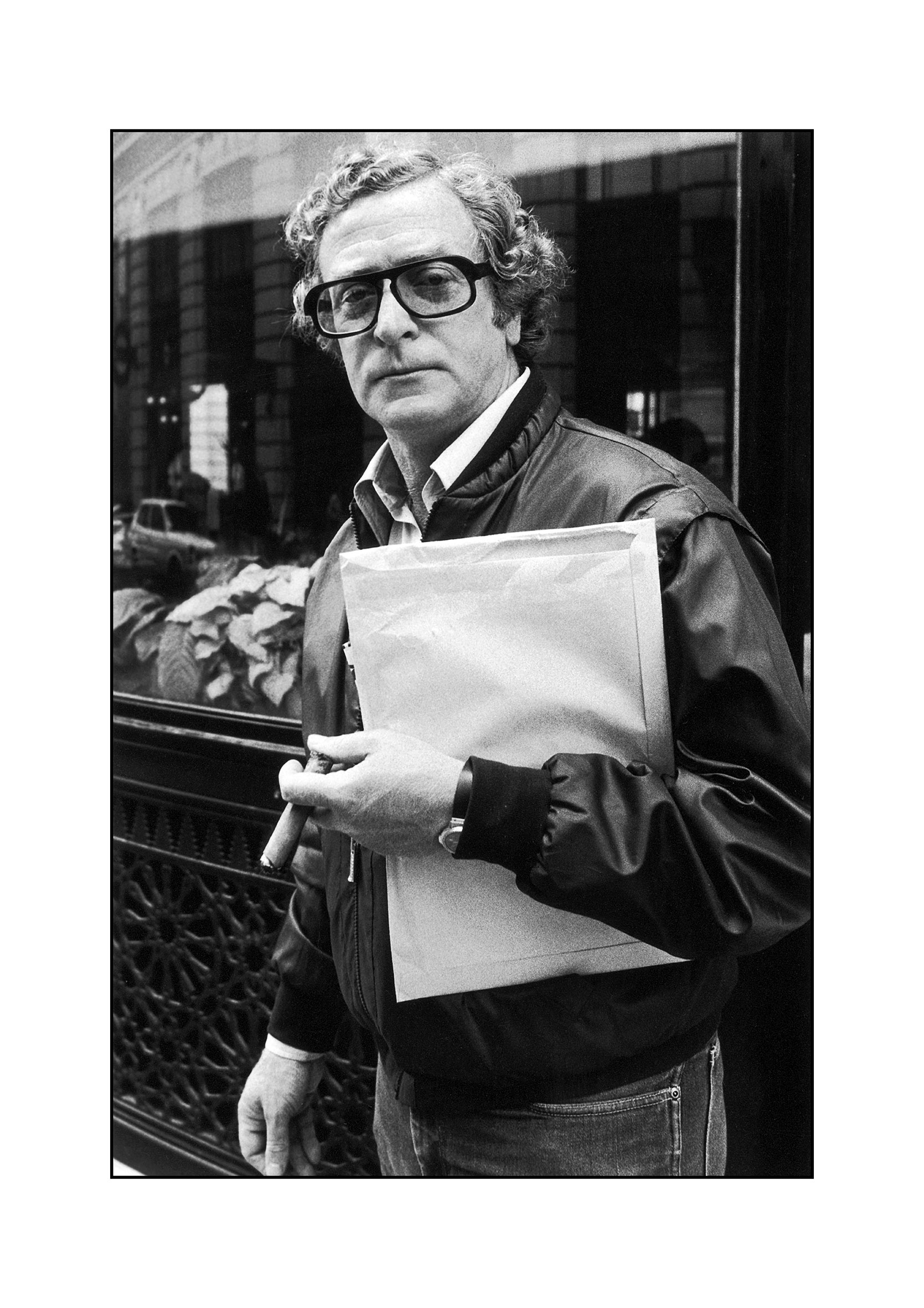 4c7f79db British actor Michael Caine in the street, 1984. He is holding an envelope  and a cigar. (Photo by Dave Hogan/Getty Images)